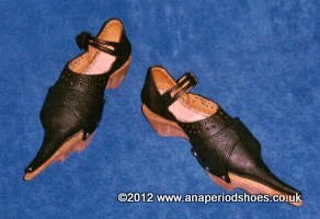 late medieval front latchet shoe